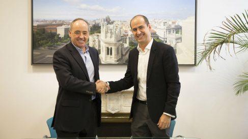 Firma oficial del acuerdo entre Telepizza y Pizza Hut.