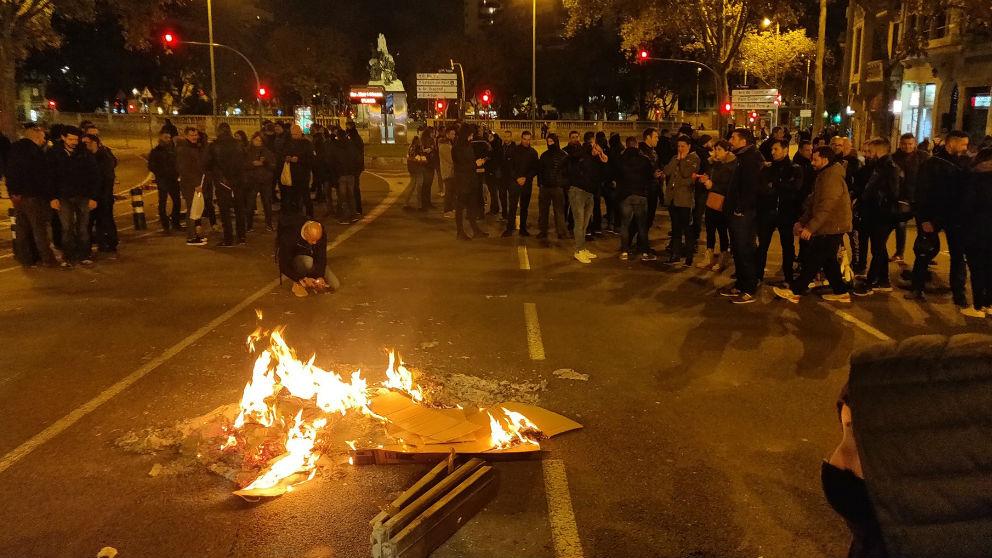 Los Mossos cortan a Gran Via de Barcelona