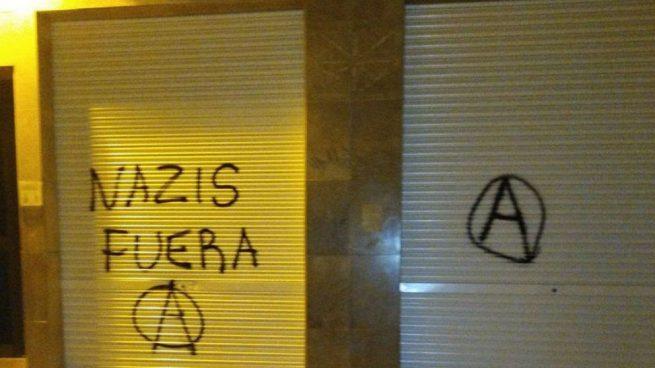 'Nazis fuera': la pintada que ha aparecido en la fachada de VOX en Murcia