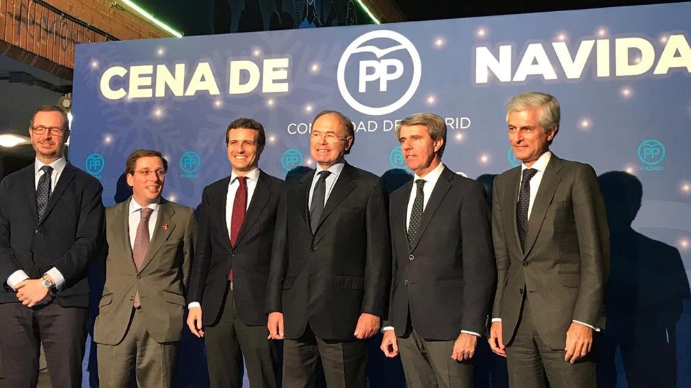 Pablo Casado acompañado de políticos del Partido Popular durante la cena de navidad del partido. Foto: Europa Press