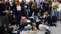 Más de 110.000 pasajeros se han visto afectados por el cierre total del aeropuerto británico de Gatwick. Foto: AFP