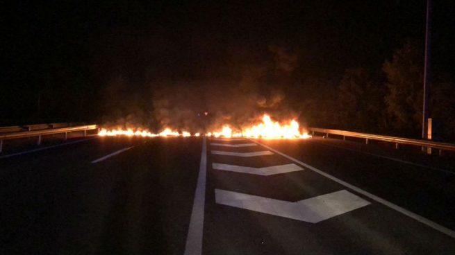 Al menos 15 carreteras ya están cortadas por los CDR en Cataluña