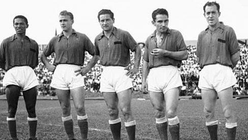 Di Stéfano, segundo por la izquierda, con el Millonarios