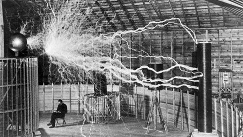 Pudo Nikola Tesla viajar en el tiempo y el espacio