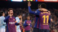 Dembélé celebra su gol con Luis Suárez y Leo Messi. (AFP)