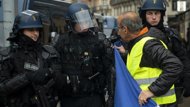 """Los """"Chalecos amarillos"""" y la Policía protagonizan violentos enfrentamientos en Toulouse"""