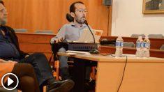 Pablo Echenique durante una charla en un Instituto.