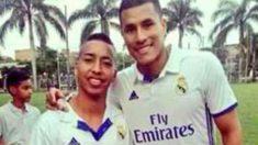 Jeison Murillo posa con la camiseta Del Real Madrid. (Twitter)