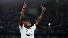 Vinicius celebra el gol que provocó ante el Al-Ain (Getty).