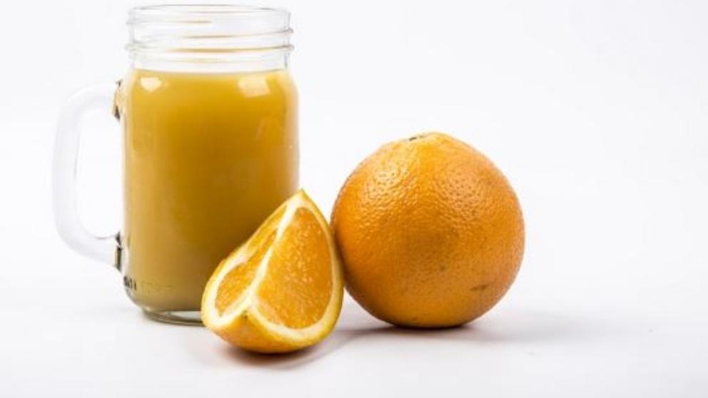 Es importante tomar zumos de naranja y limón