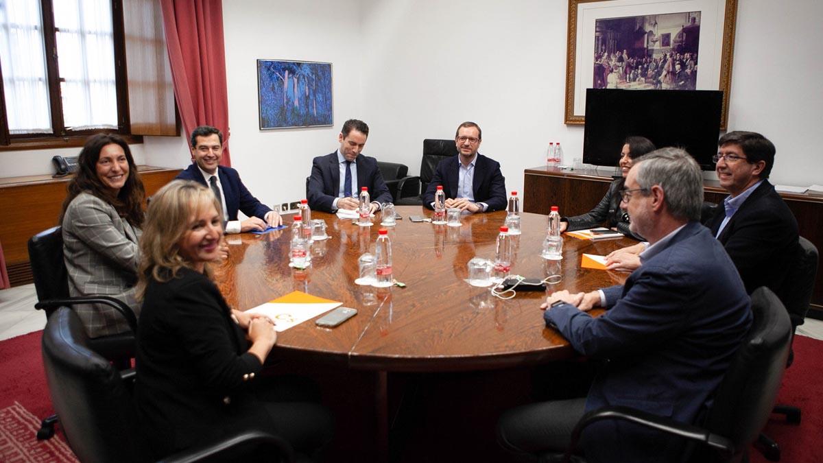 Mesa negociadora de PP y C's por el pacto para gobernar en Andalucía. Foto: EP