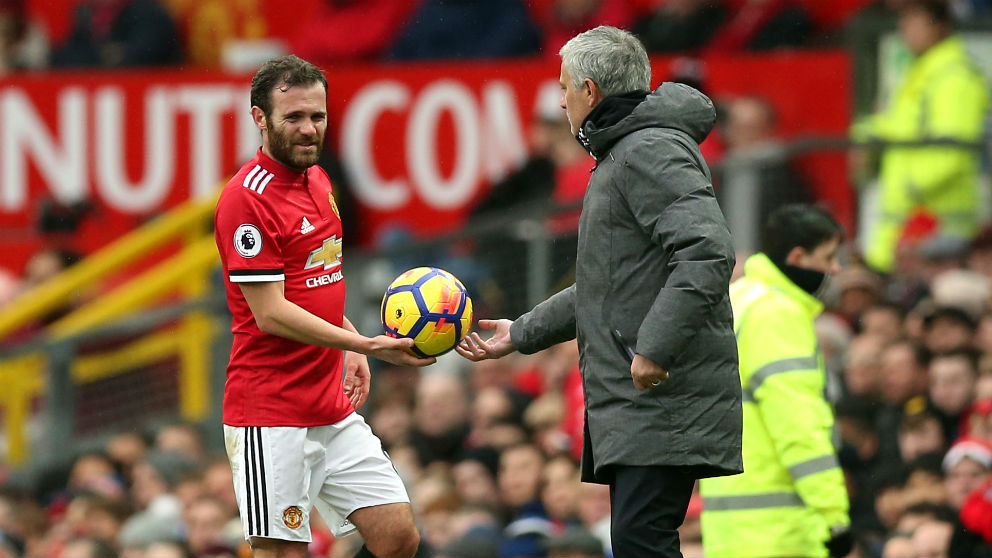 Mourinho y Mata en el United. (Getty)