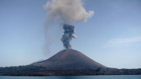 El volcán Krakatau en Indonesia. Foto: AFP