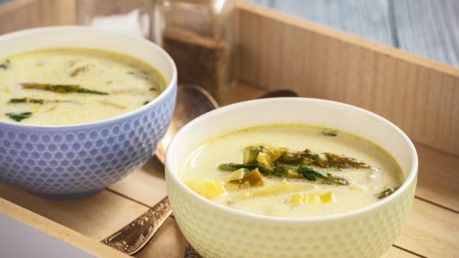 sopa de espárragos y patatas