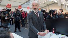 Aitor Elizegi, durante las votaciones. (EFE)