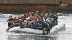 Aumenta la presión migratoria en Andalucía: llegan 61 inmigrantes ilegales más en pateras en lo que va de sábado.