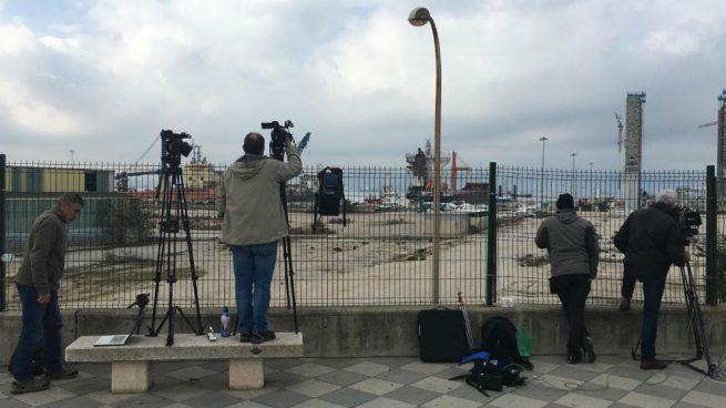 El Gobierno trata de limitar la toma de imágenes de la llegada del Open Arms