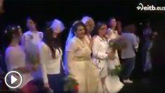 15 mujeres se casan consigo mismas.