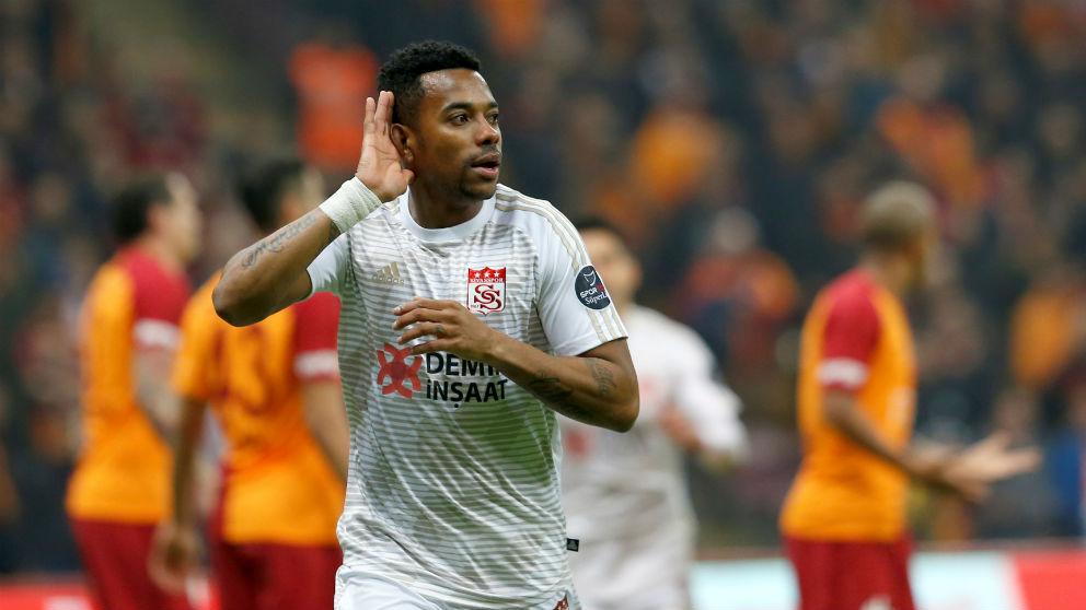 Robinho celebra un gol en Turquía. (Getty)