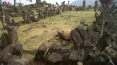 Una gran pirámide milenaria se esconde bajo una montaña de Indonesia