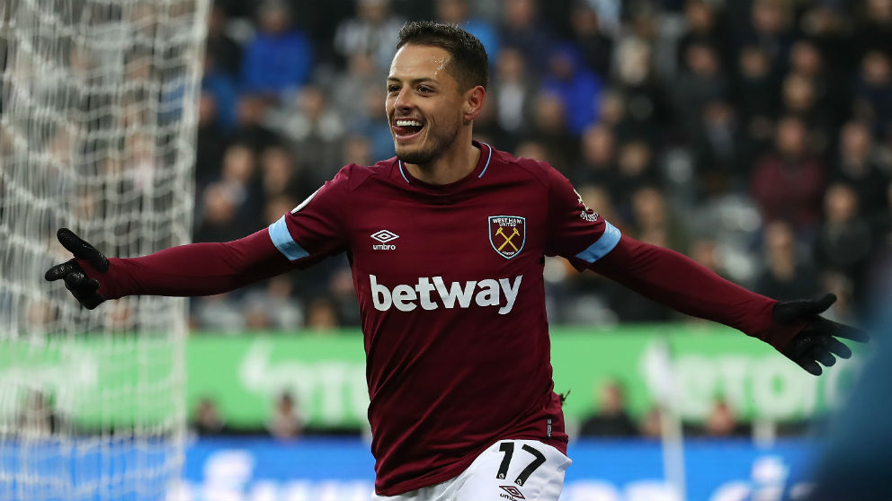 Chicharito Hernández celebra un gol con el West Ham. (Getty)