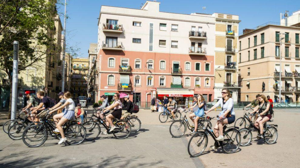 Turismo en La Barceloneta (Foto: iStock)