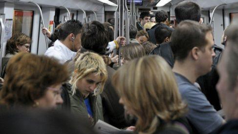 Usuarios en el Metro de Barcelona. Foto: Europa Press