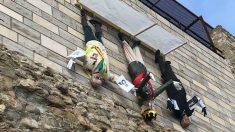 Los tres muñecos colgados de los muros de Besalú (Gerona).
