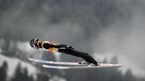 Kobayashi logra la victoria en Garmisch. (AFP)