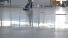 Pulir el suelo de hormigón es un trabajo necesario para que luzca perfecto