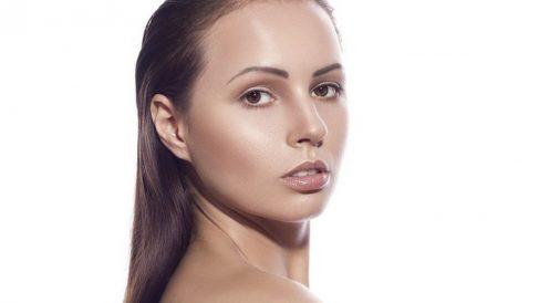 El ácido hialurónico es un componente que se produce de manera natural para mantener la piel de forma firme y joven.