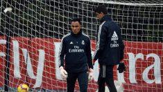 Keylor Navas, junto a Courtois en un entrenamiento del Real Madrid. (AFP)