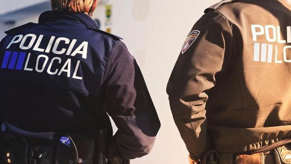 Dos agentes de la Policía local de Ibiza. Foto: Europa Press
