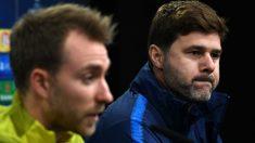 Eriksen y Pochettino en una rueda de prensa con el Tottenham. (AFP)