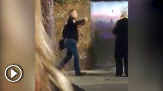 El vídeo demuestra que en ningún momento el guardia civil agrede al dueño del bar