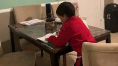 Madre sorprende a su hijo haciendo los deberes con la ayuda de Alexa