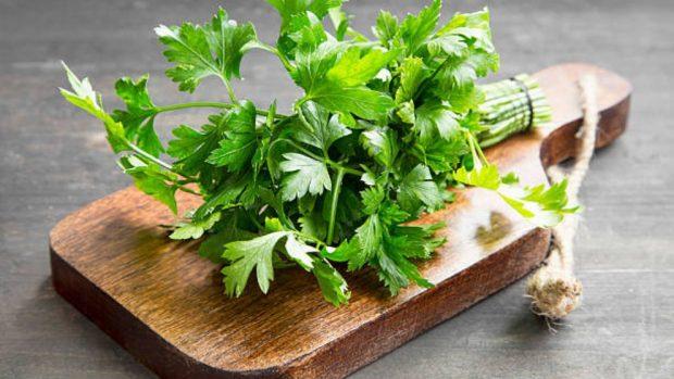 Estas chuletas de cordero empanadas con salsa verde son extraordinarias. La carne de cordero es una de las más apreciadas en la cocina.