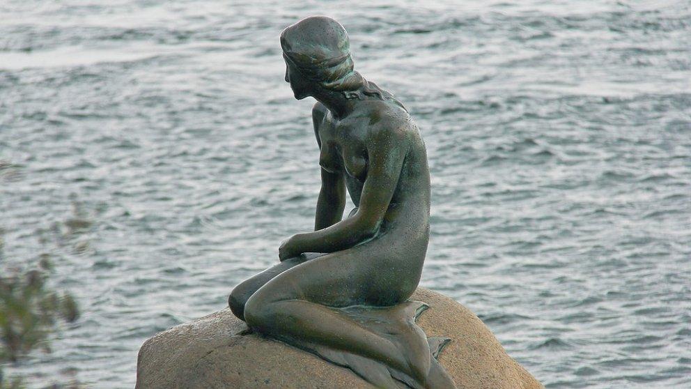 La Sirenita de Copenhague, uno de los más conocidos de la ciudad