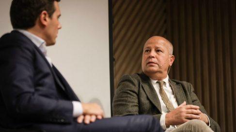 Javier Imbroda, junto a Albert Rivera en la presentación del libro 'Entrenar para Dirigir'.