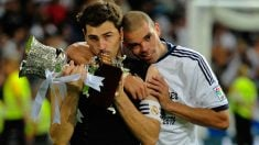 Pepe y Casillas celebran un título con el Real Madrid. (Getty)