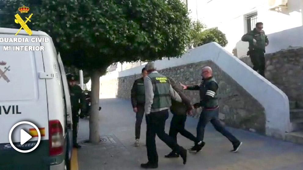 Momento de la detención de los cuatro ecuatorianos en Callosa. (Vídeo: Europa Press)
