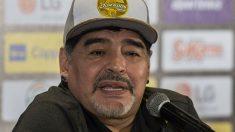 Maradona durante una rueda de prensa con Dorados de Sinaloa. (AFP)