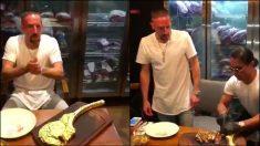 Franck Ribéry, degustando el filete cubierto de oro.