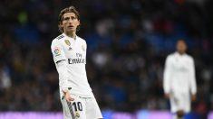 Luka Modric se lamenta tras una jugada. (AFP)