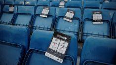Las gradas del Santiago Bernabéu, con la explicación de funcionamiento del VAR.