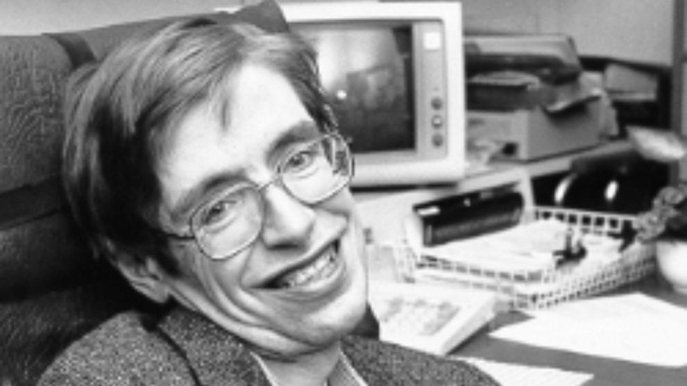 Conoce al grupo de científicos indios que desacreditan a Hawking, Einstein y Newton con pseudociencia
