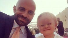 Viral soltero adopta a una niña con síndrome de Down que fue rechazada 20 veces