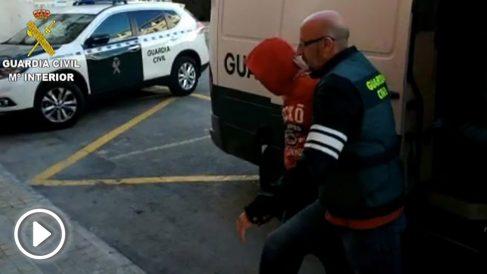 Uno de los miembros de la manada de Alicante detenido por la Guardia Civil.