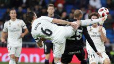 Nacho despeja un balón ante el Leganés. (EFE)