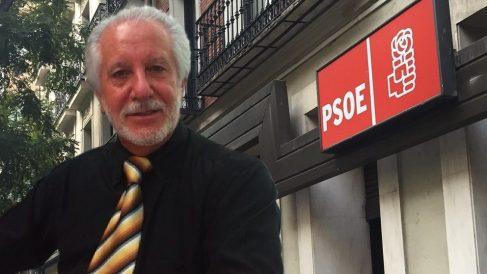 Florentino Gutiérrez y la sede del PSOE.